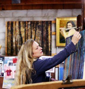 Lele Galer at work.
